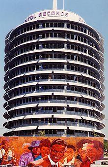 """Toà nhà của hãng thu âm Capitol, được biết đến như """"toà nhà mà Nat xây"""""""